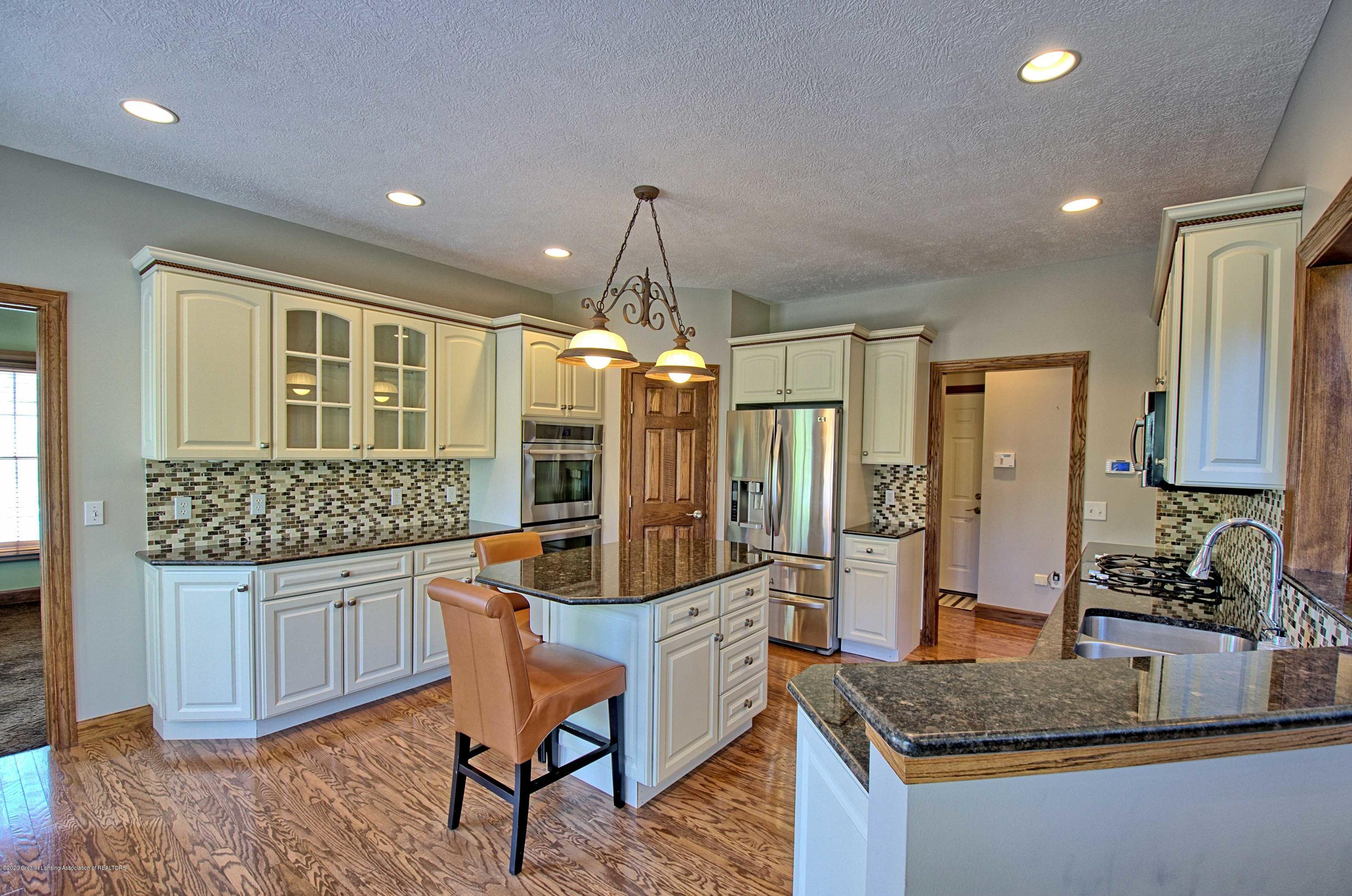 2615 Hummingbird Ln - GOURMET KITCHEN - 11
