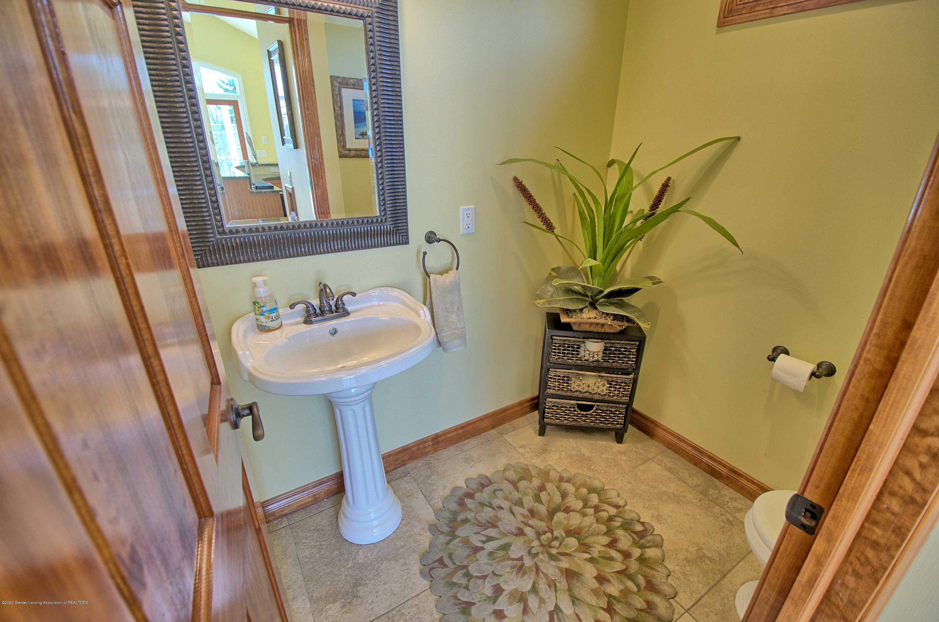 2615 Hummingbird Ln - POOL HOUSE BATHROOM - 54