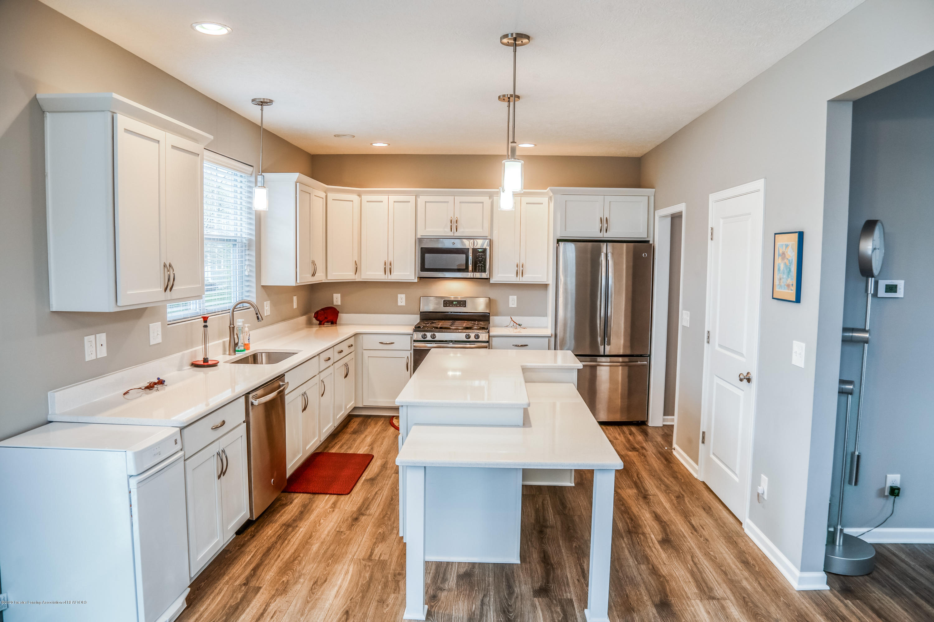 636 Buteo Dr - Kitchen - 10