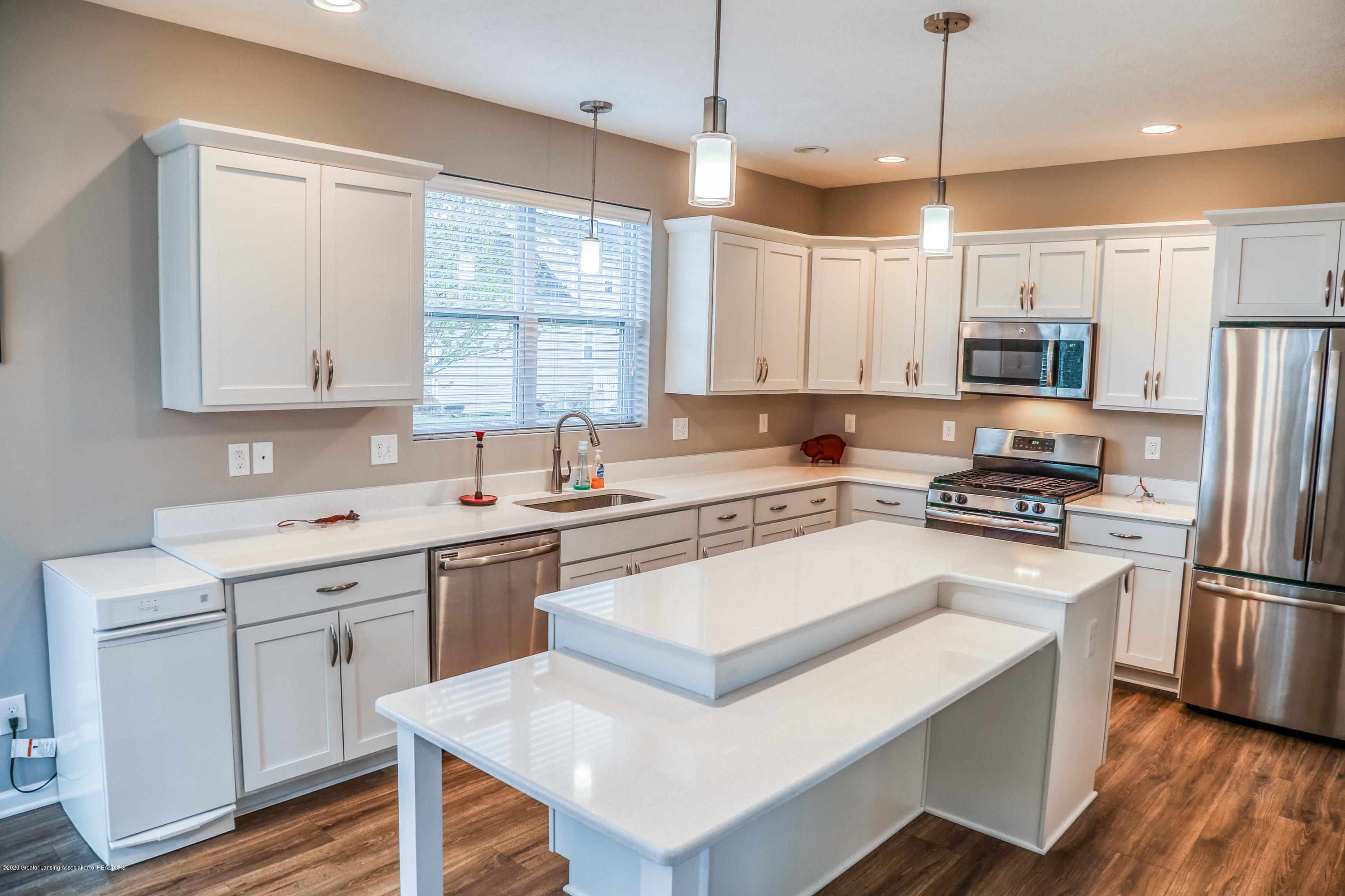 636 Buteo Dr - Kitchen - 11