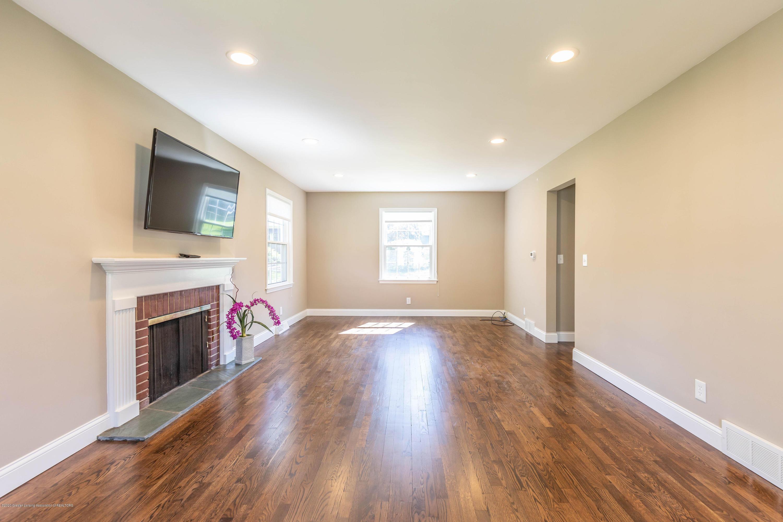 134 Kenberry Dr - Living room - 17
