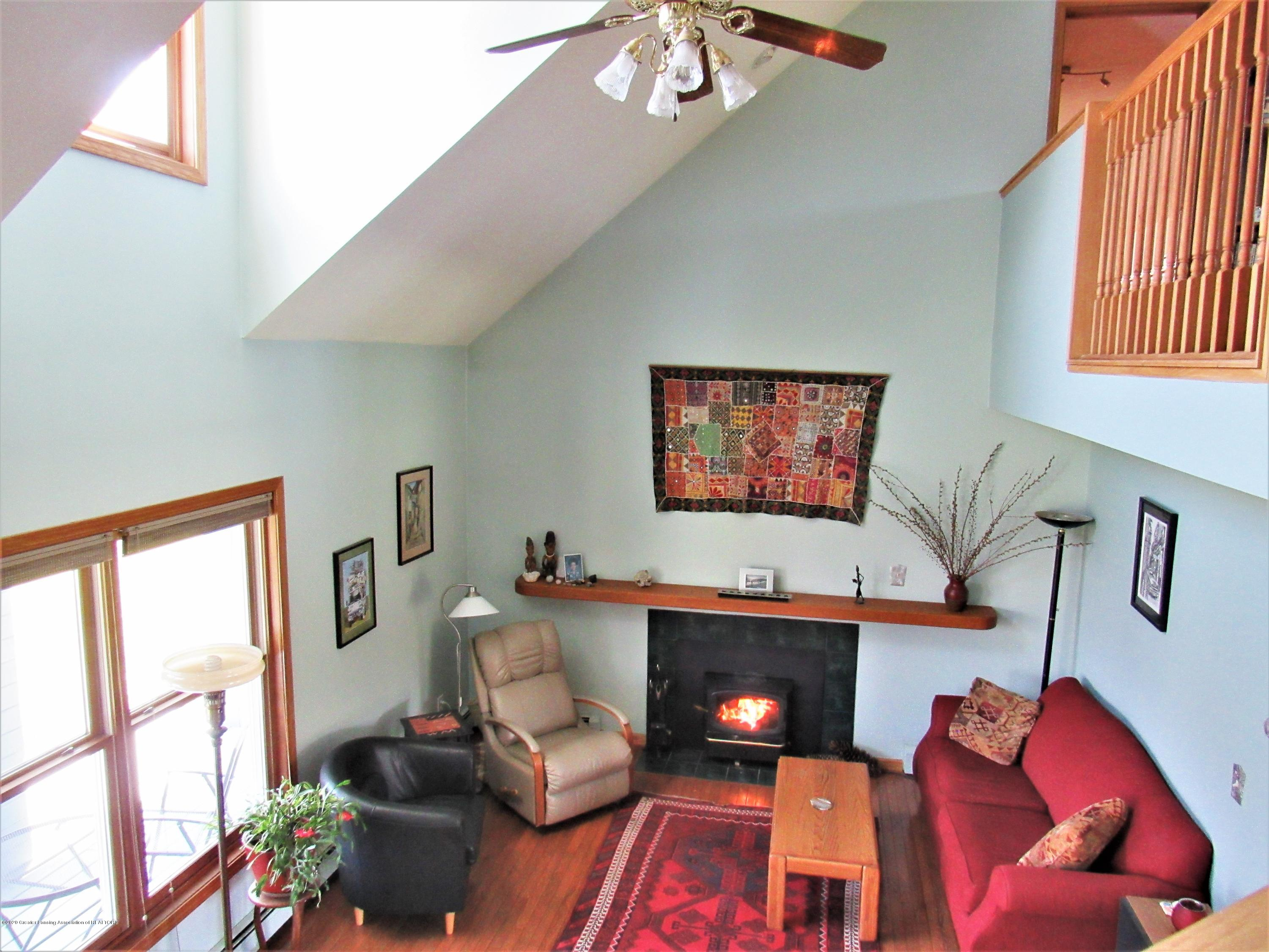 11772 Maryellen Dr - Two Story Ceiling - 9