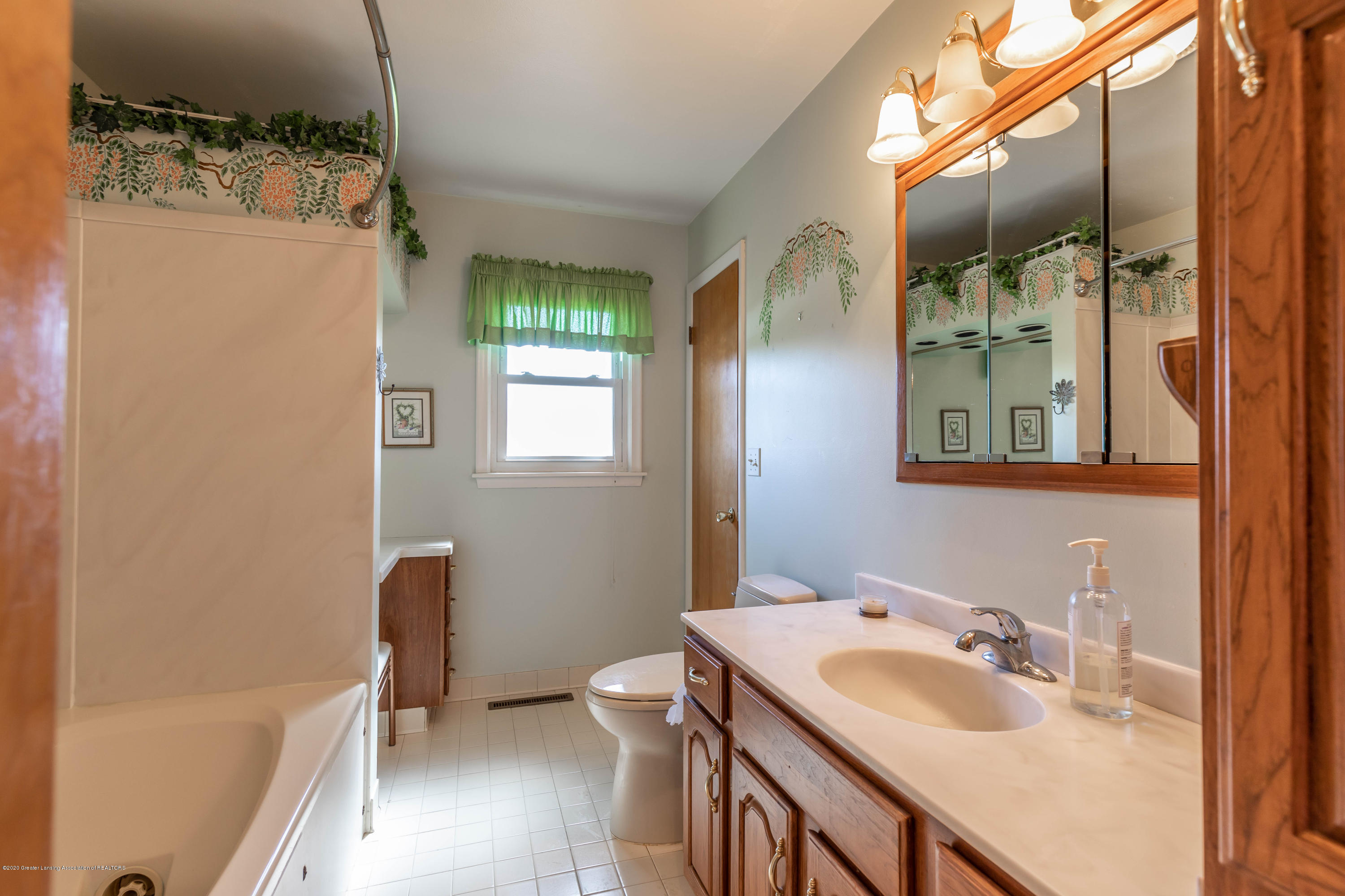 1552 W Dexter Trail - dexterbath (1 of 1) - 18