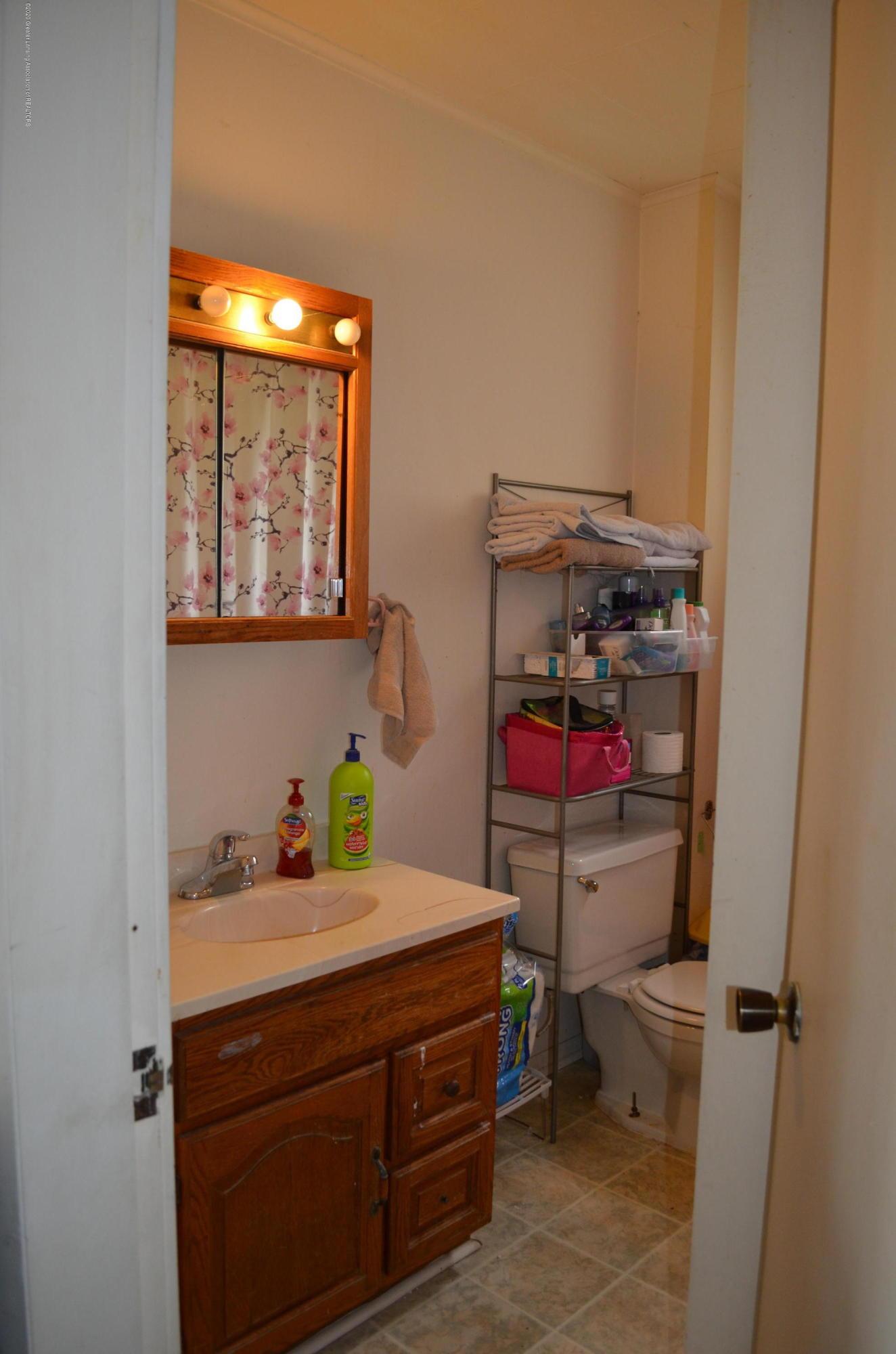 2296 Cedar St - Bathroom - 7