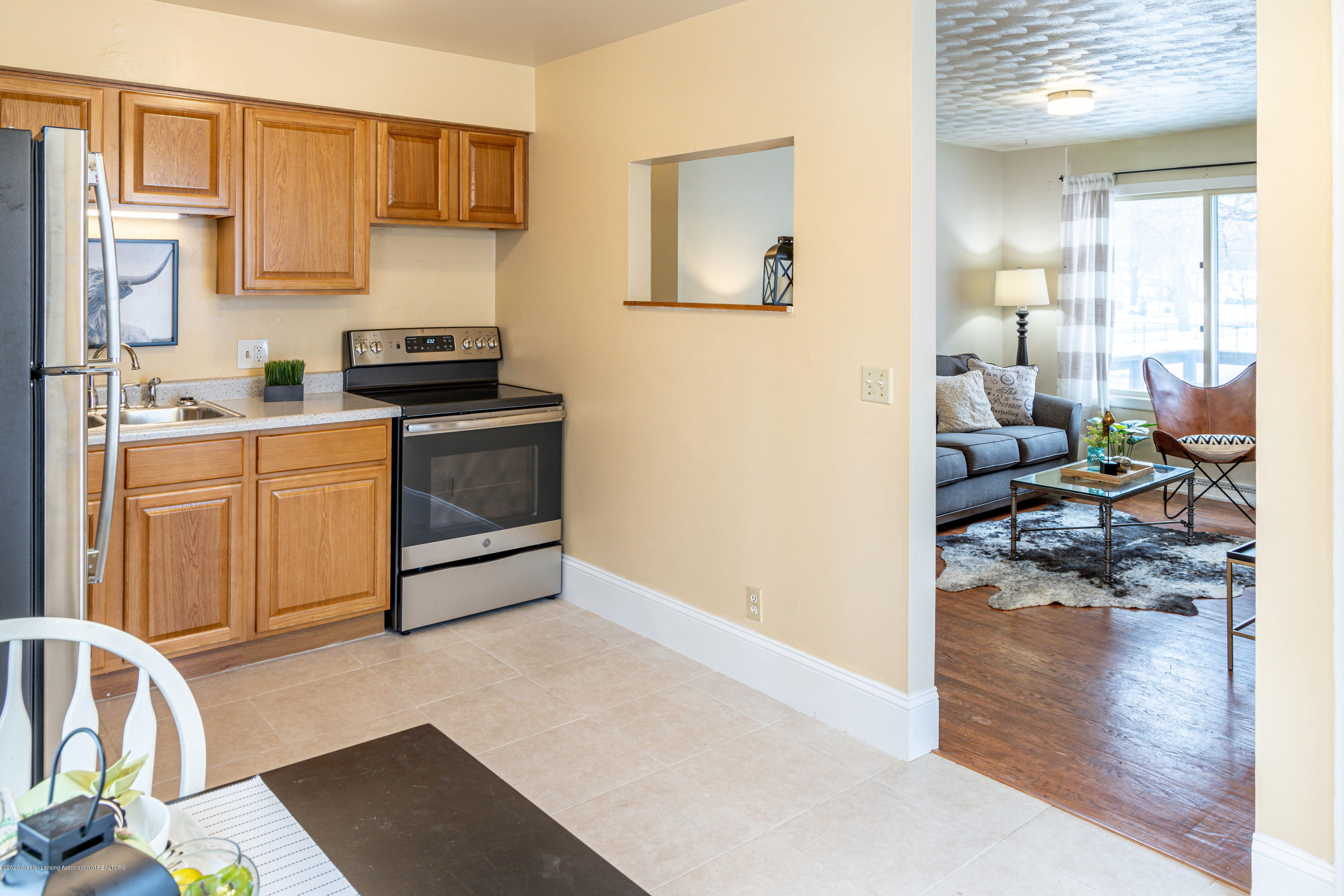3513 S Deerfield Ave - kitchento living room - 5