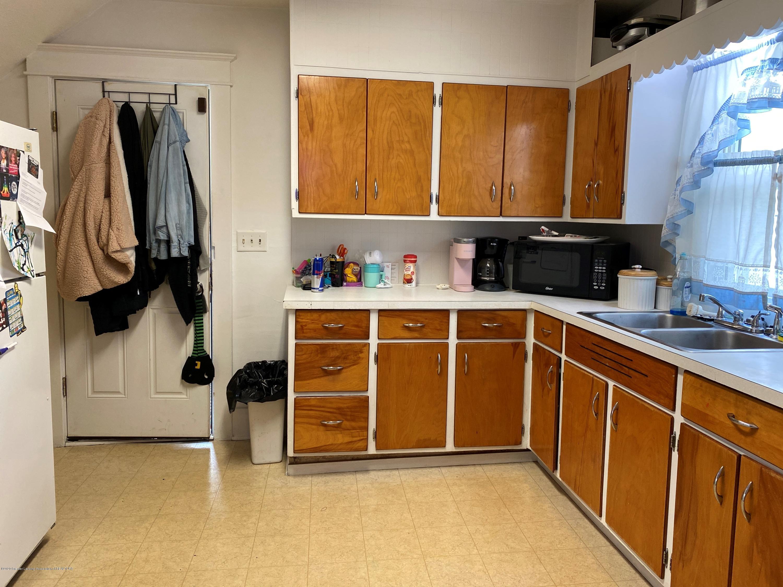 2296 Cedar St - Kitchen - 10