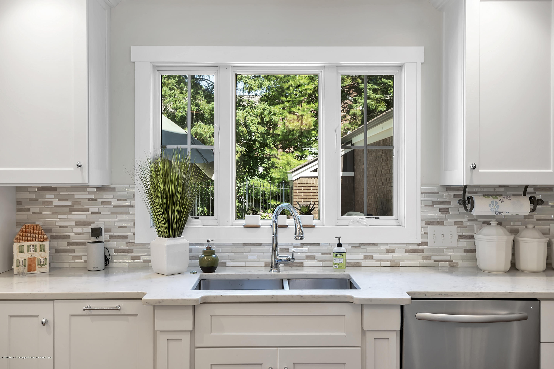 985 Tanglewood Ln - 985-Tanglewood-East-Lansing-windowstill- - 21