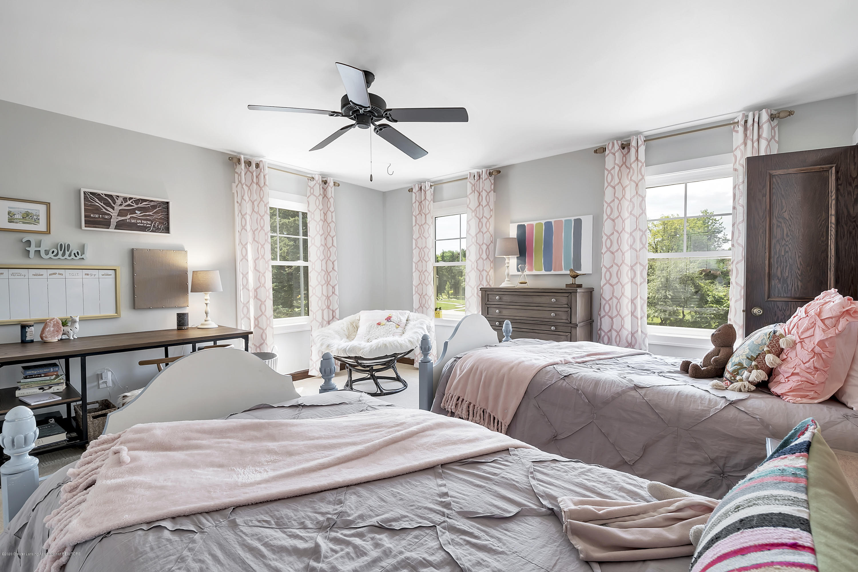 985 Tanglewood Ln - 985-Tanglewood-East-Lansing-windowstill- - 37