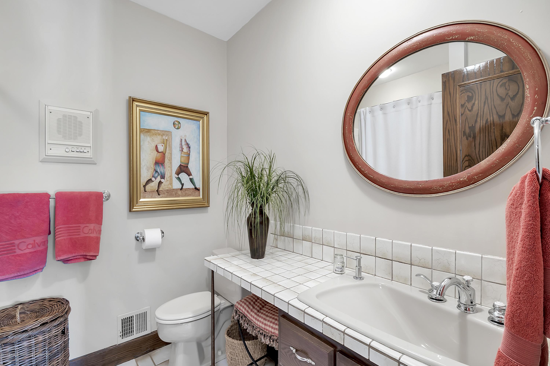985 Tanglewood Ln - 985-Tanglewood-East-Lansing-windowstill- - 40