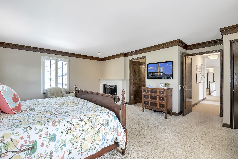 985 Tanglewood Ln - 985-Tanglewood-East-Lansing-windowstill- - 47