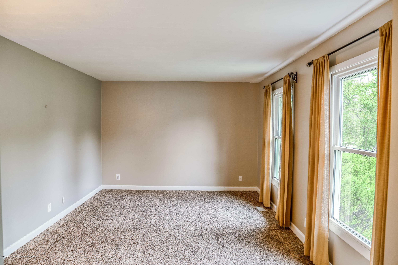 1681 Algoma Dr - Living Room - 6