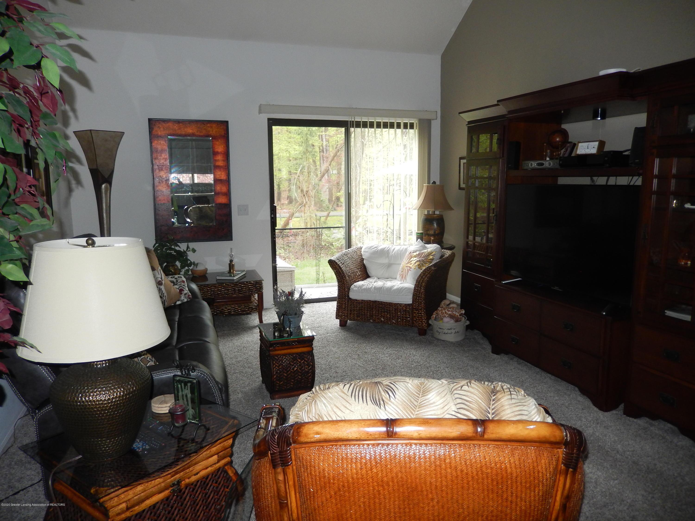 1242 Zimmer Pl 11 - Living Room - 5