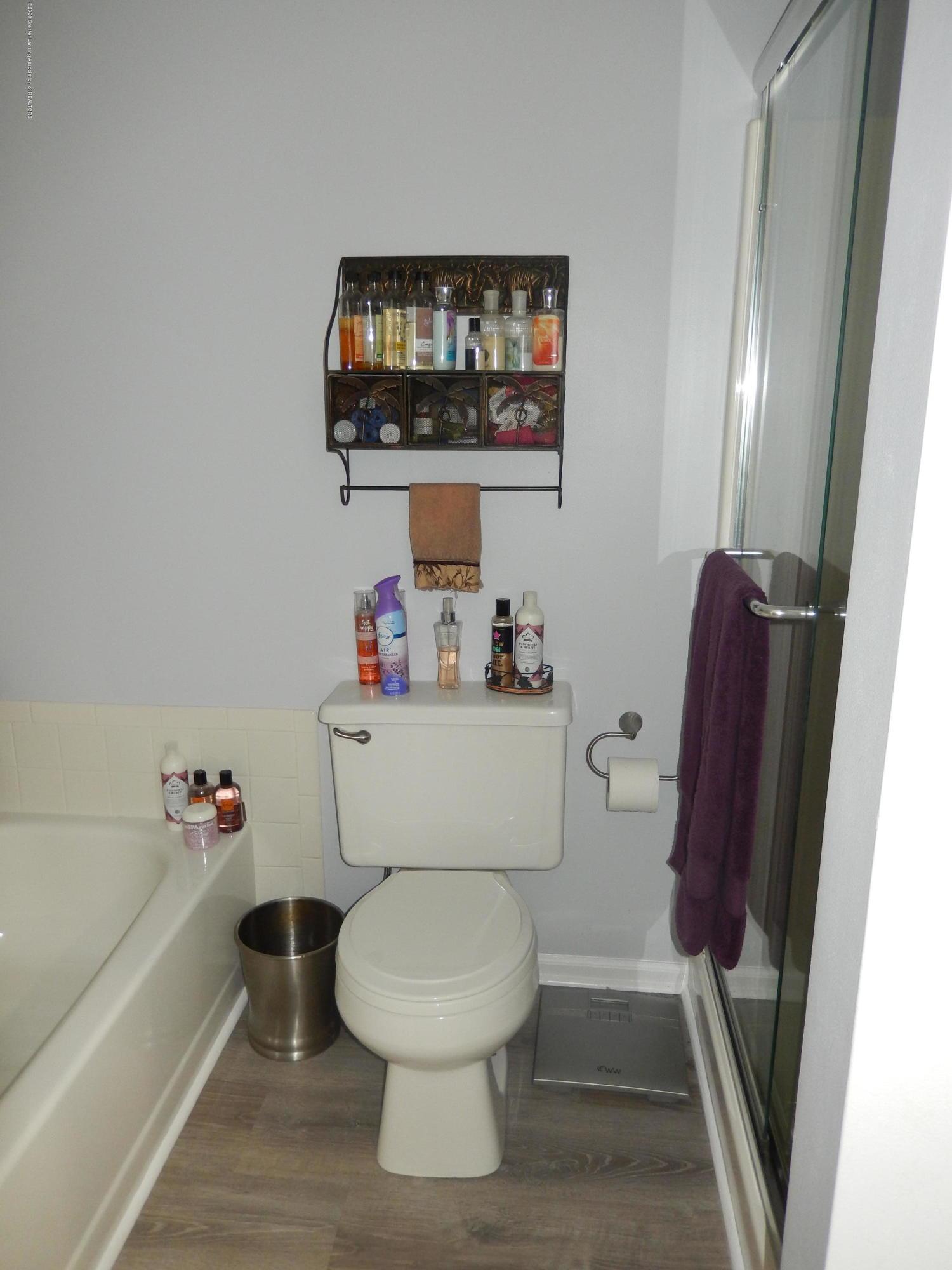 1242 Zimmer Pl 11 - 1st Floor Bathroom - 6