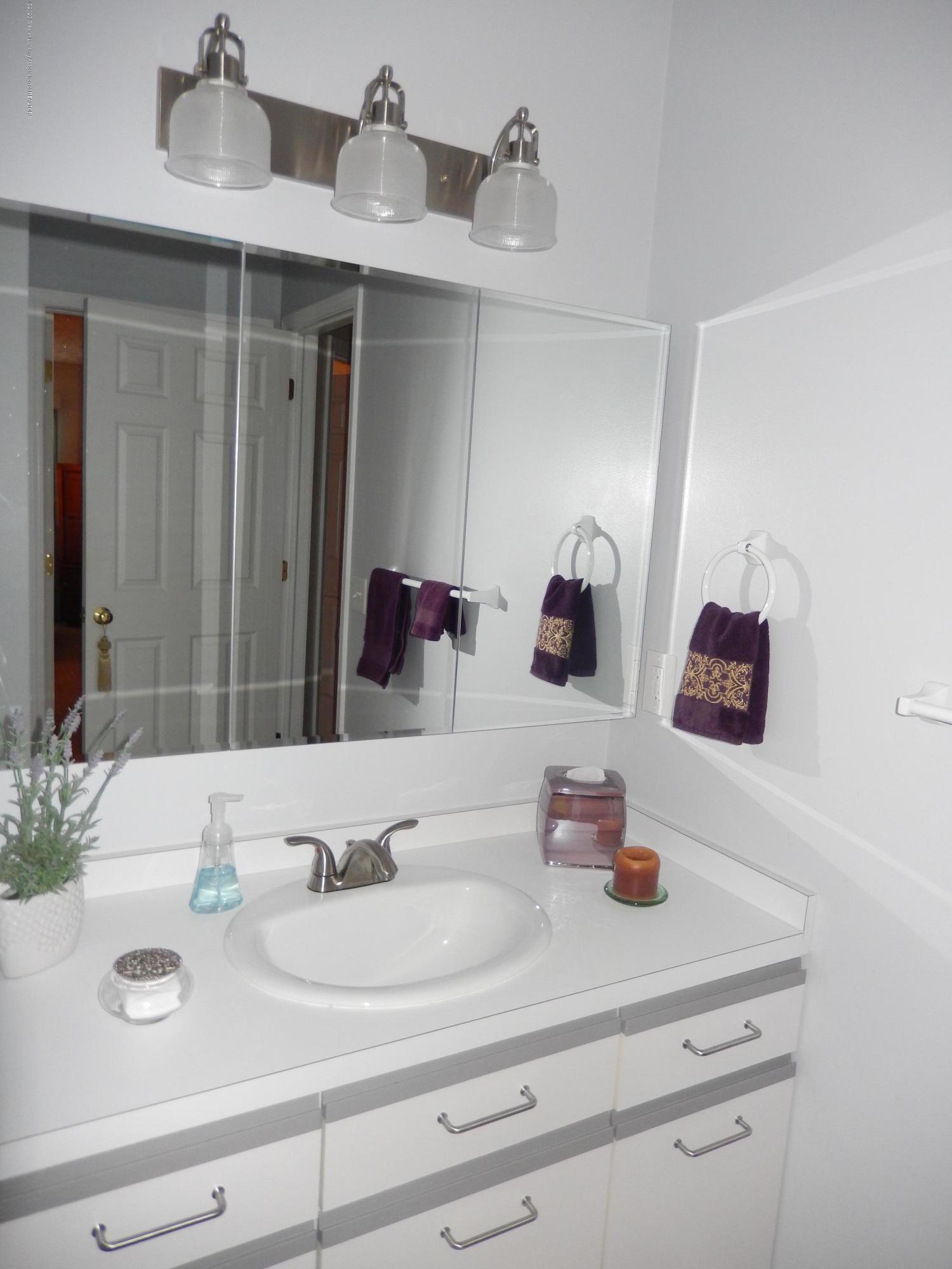 1242 Zimmer Pl 11 - 1st floor bathroom - 7