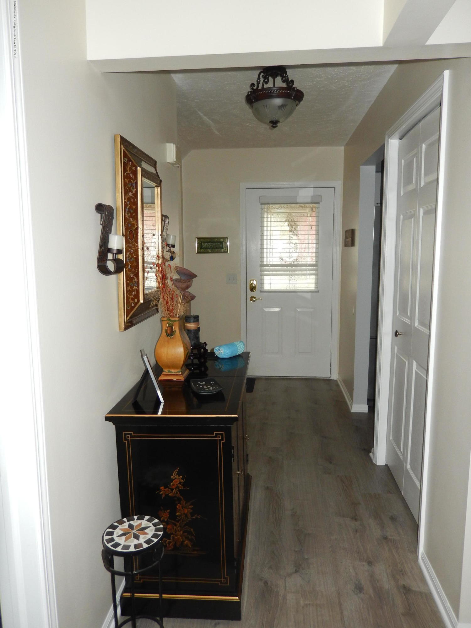 1242 Zimmer Pl 11 - Foyer - 2