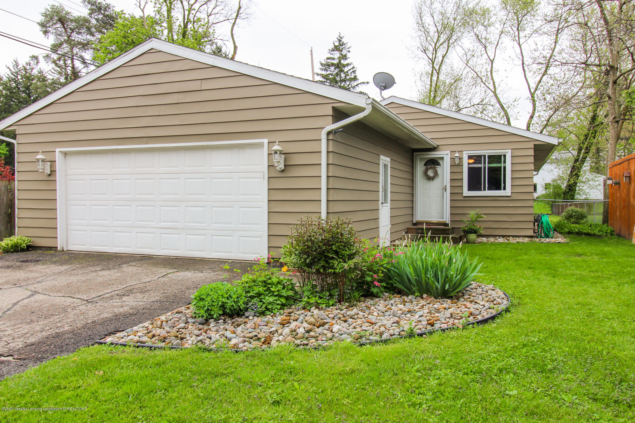 1131 Wolf Ct - Ranch - 3