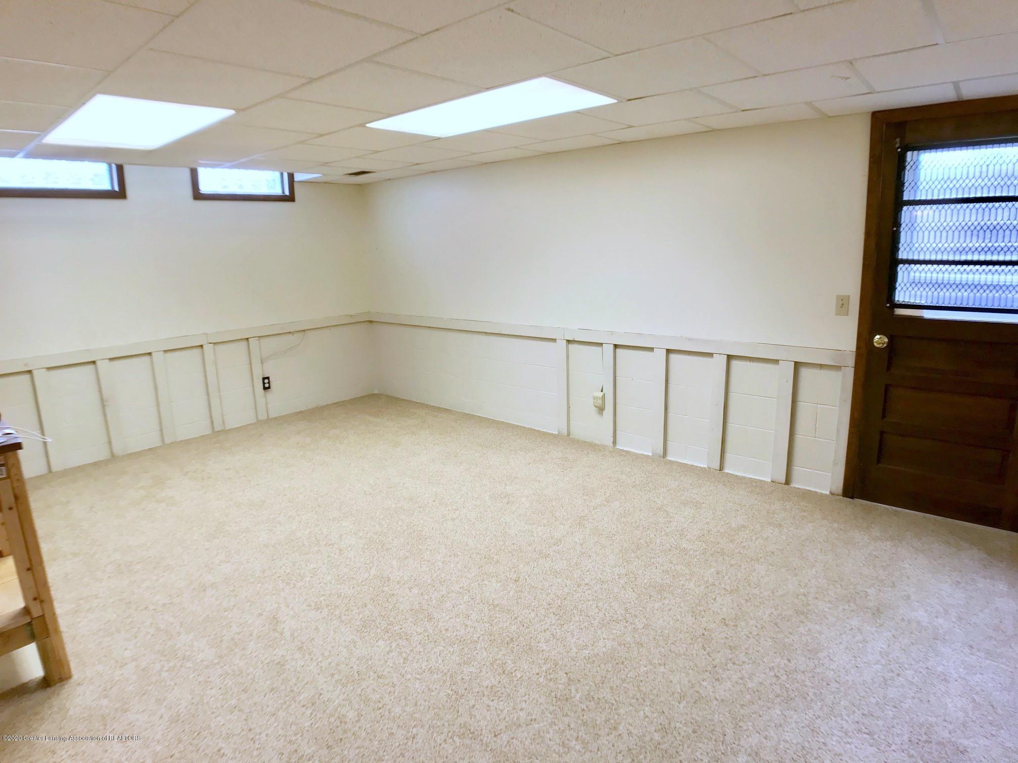 1118 Bretton Rd - family room LL - 34