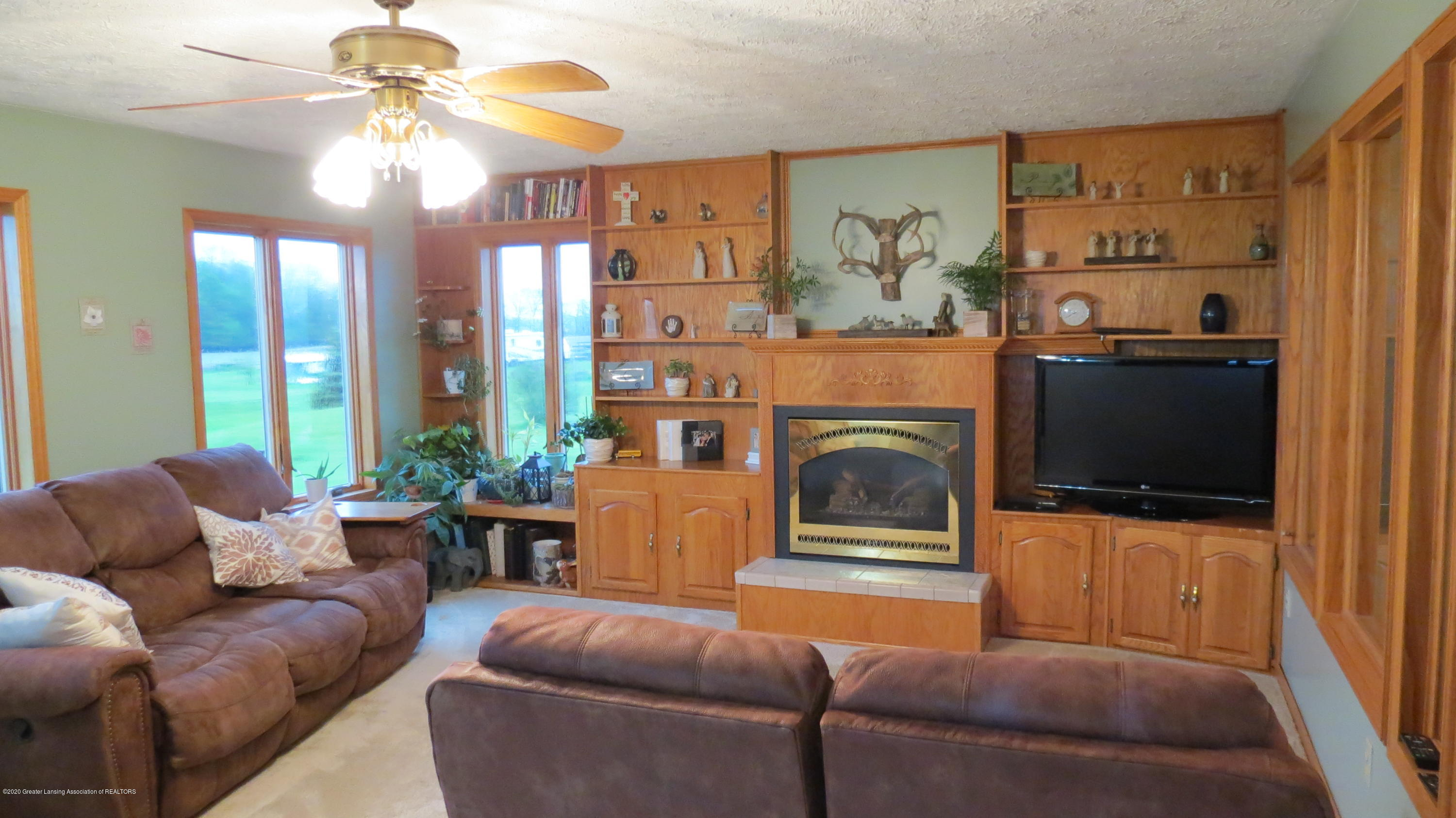 5177 Faragher Rd - Living Room - 9