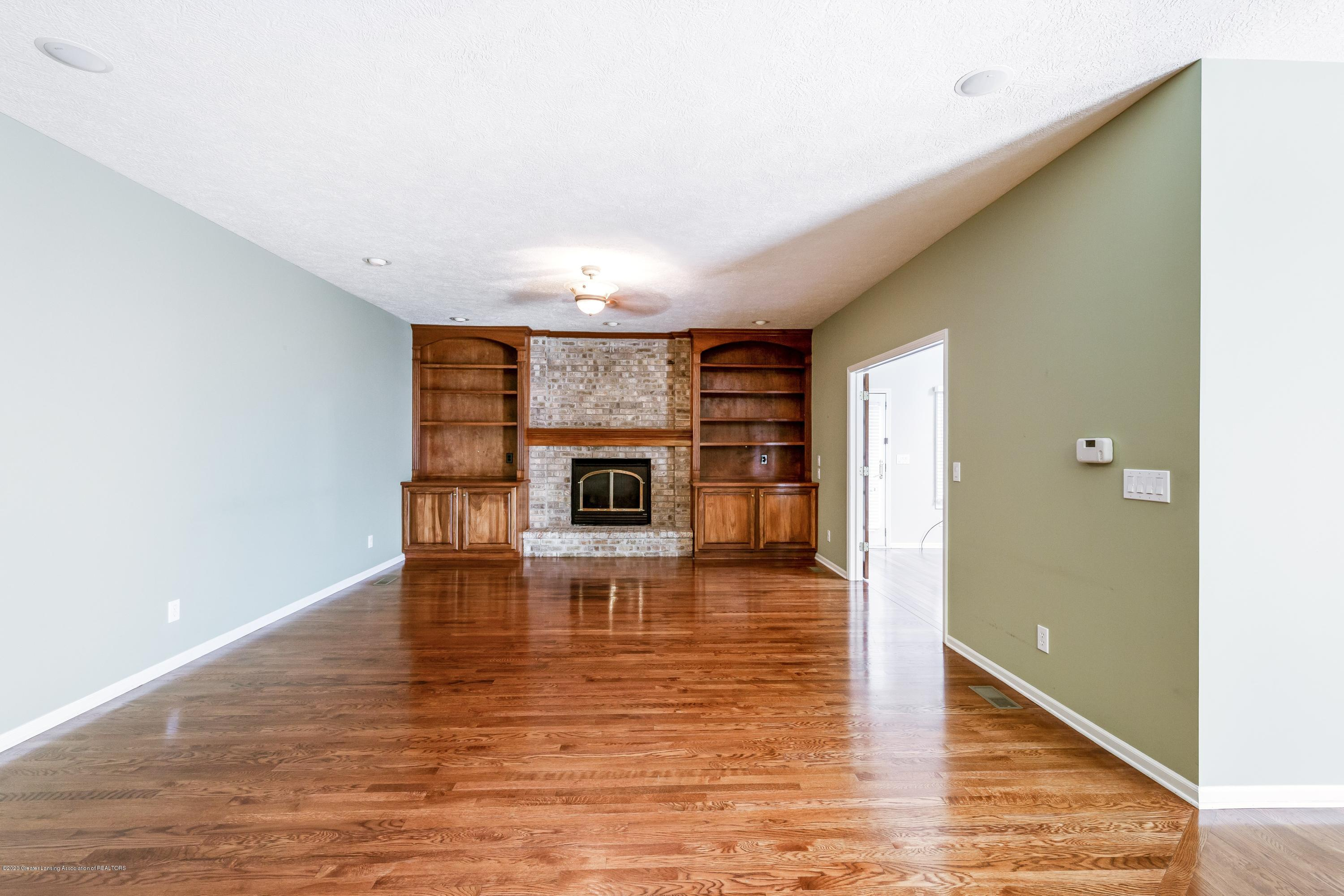 2530 Hummingbird Ln - Living Room - 18