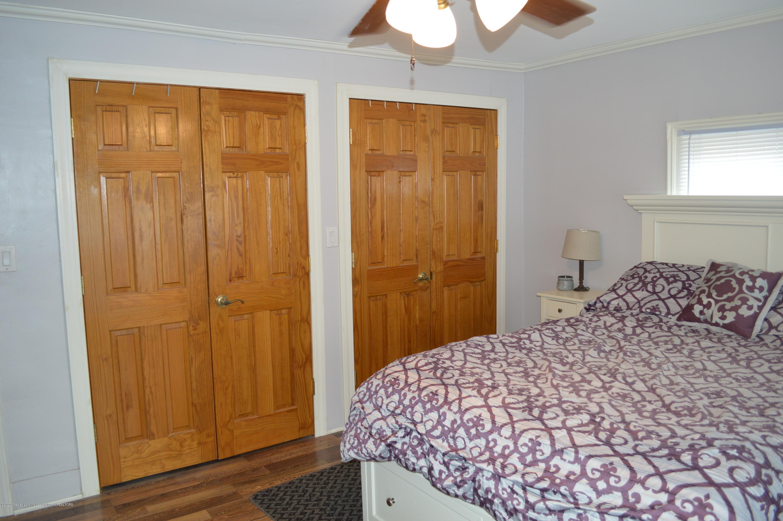 507 Taylor St - Master closet system (level 2) - 15