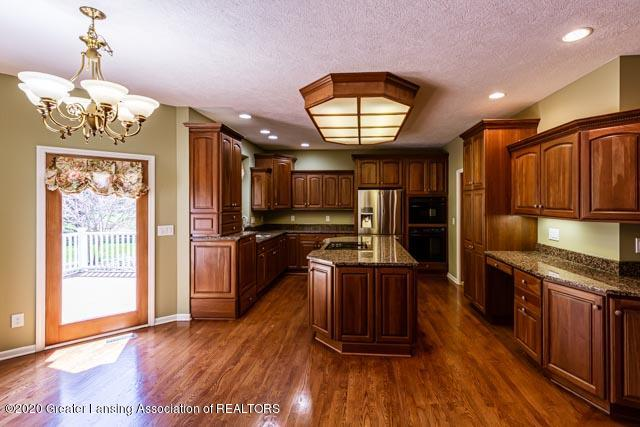 2530 Hummingbird Ln - Kitchen - 6