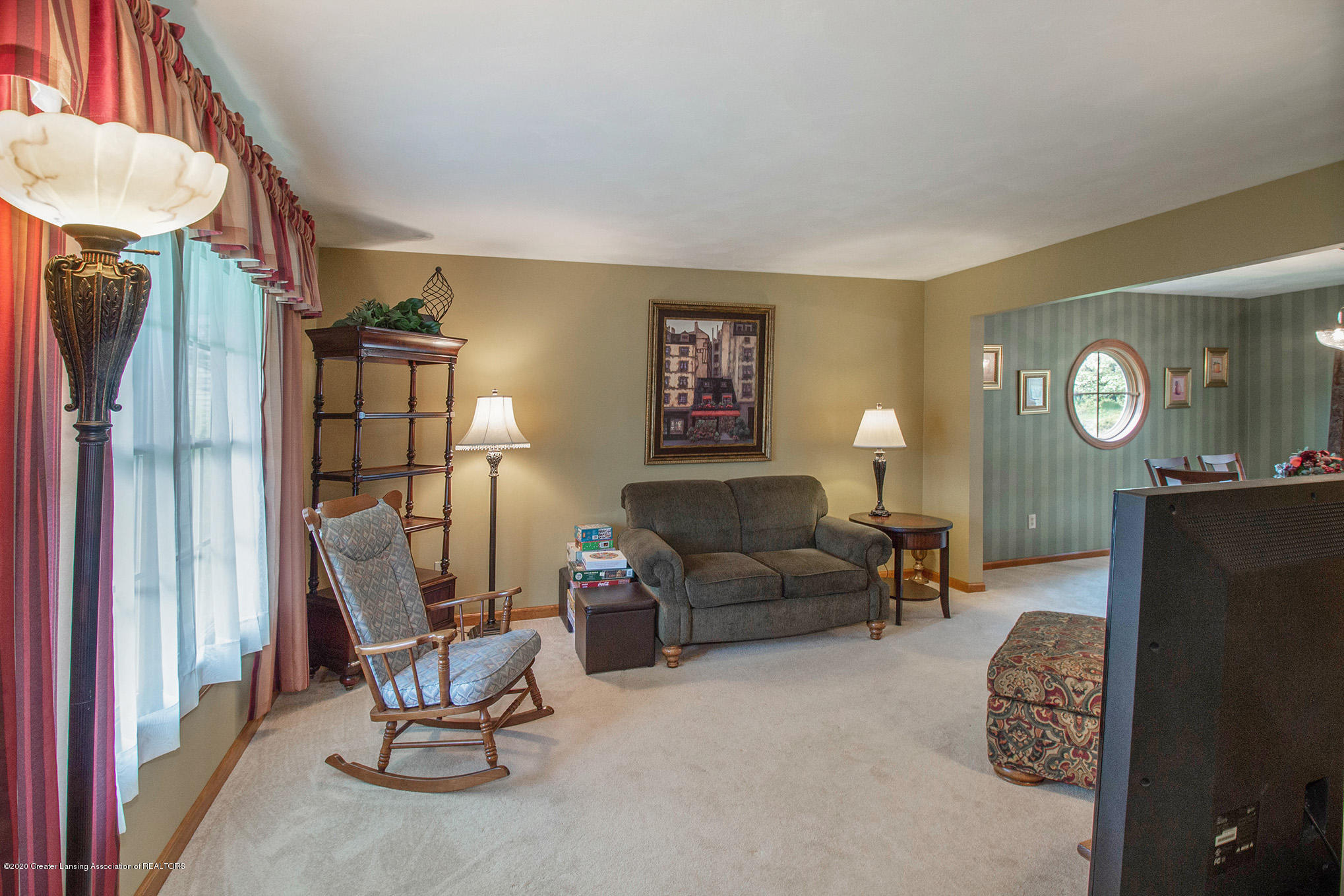 124 Spring Meadows Ln - Living Room - 5