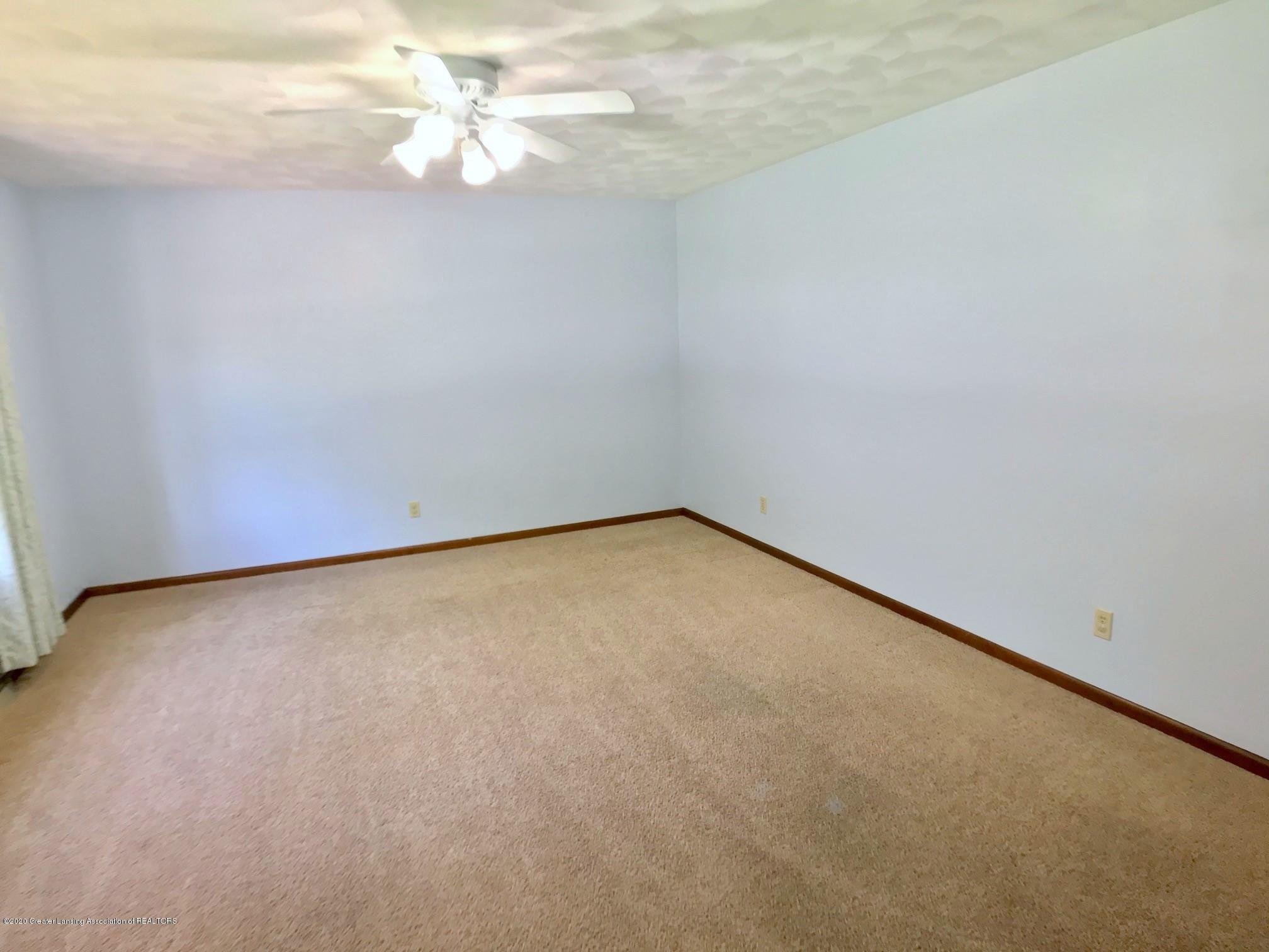 1118 Bretton Rd - Living Room - 7