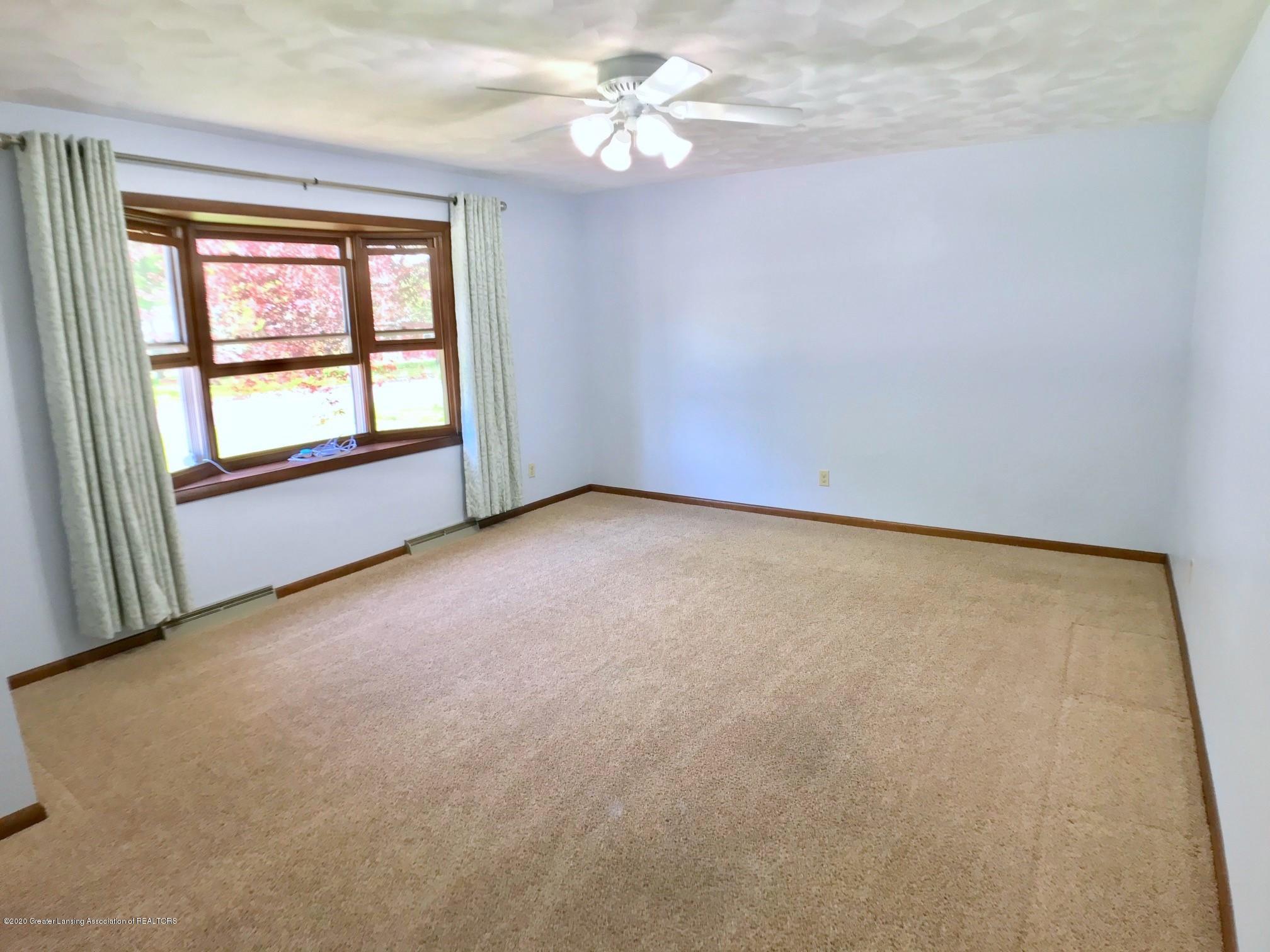 1118 Bretton Rd - Living Room - 8