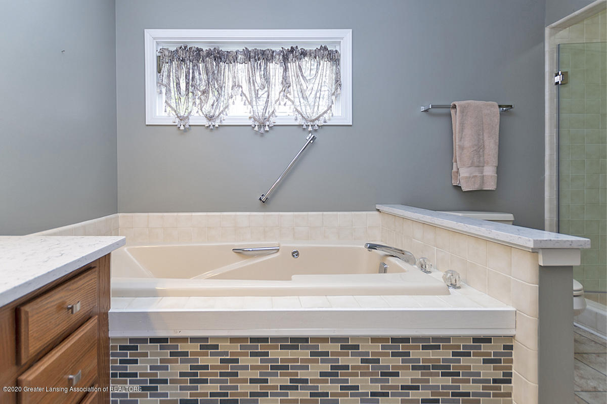 2366 Emerald Forest Cir - Master Bath - 23