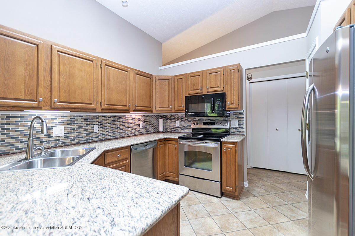 2366 Emerald Forest Cir - Kitchen - 15