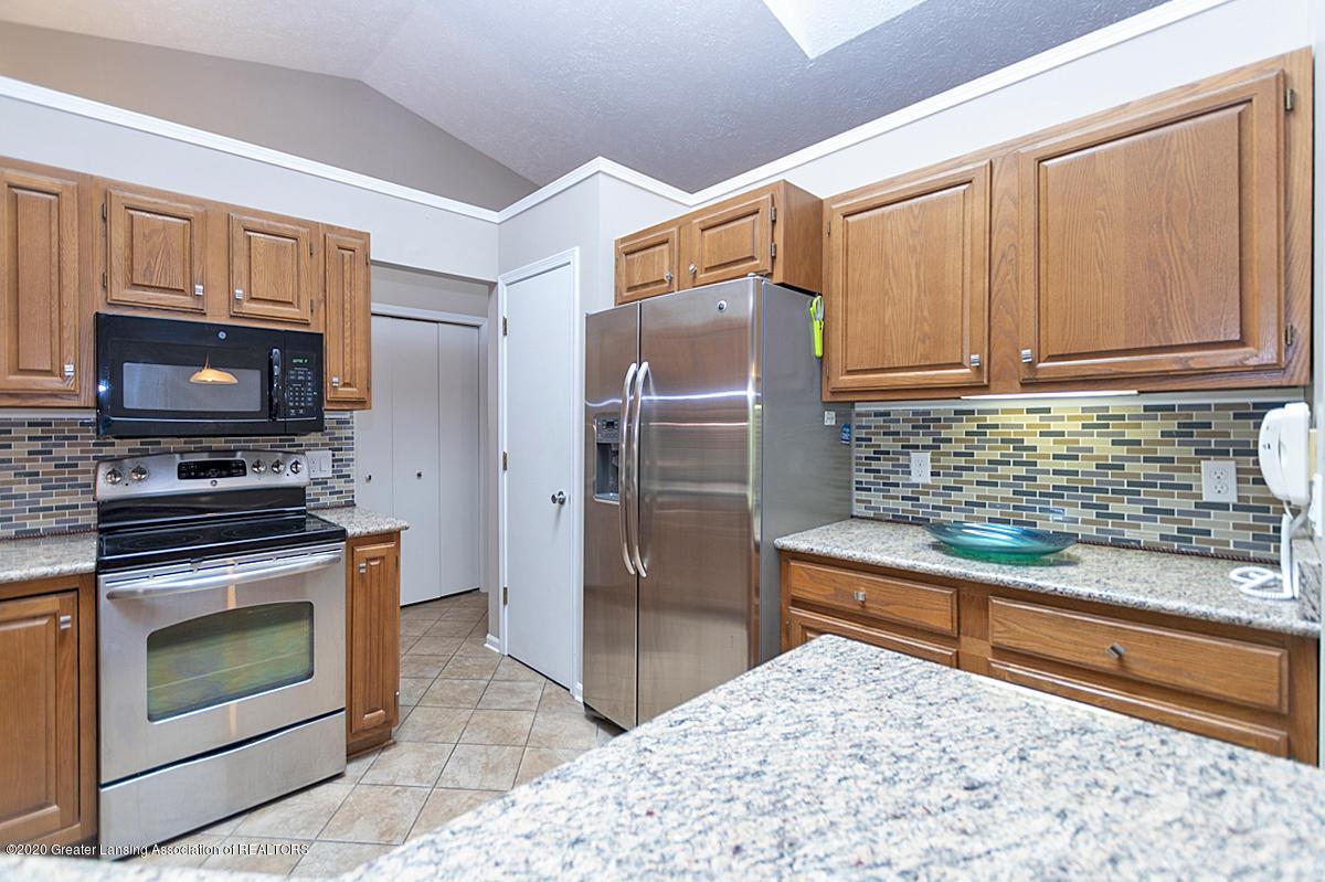 2366 Emerald Forest Cir - Kitchen - 16