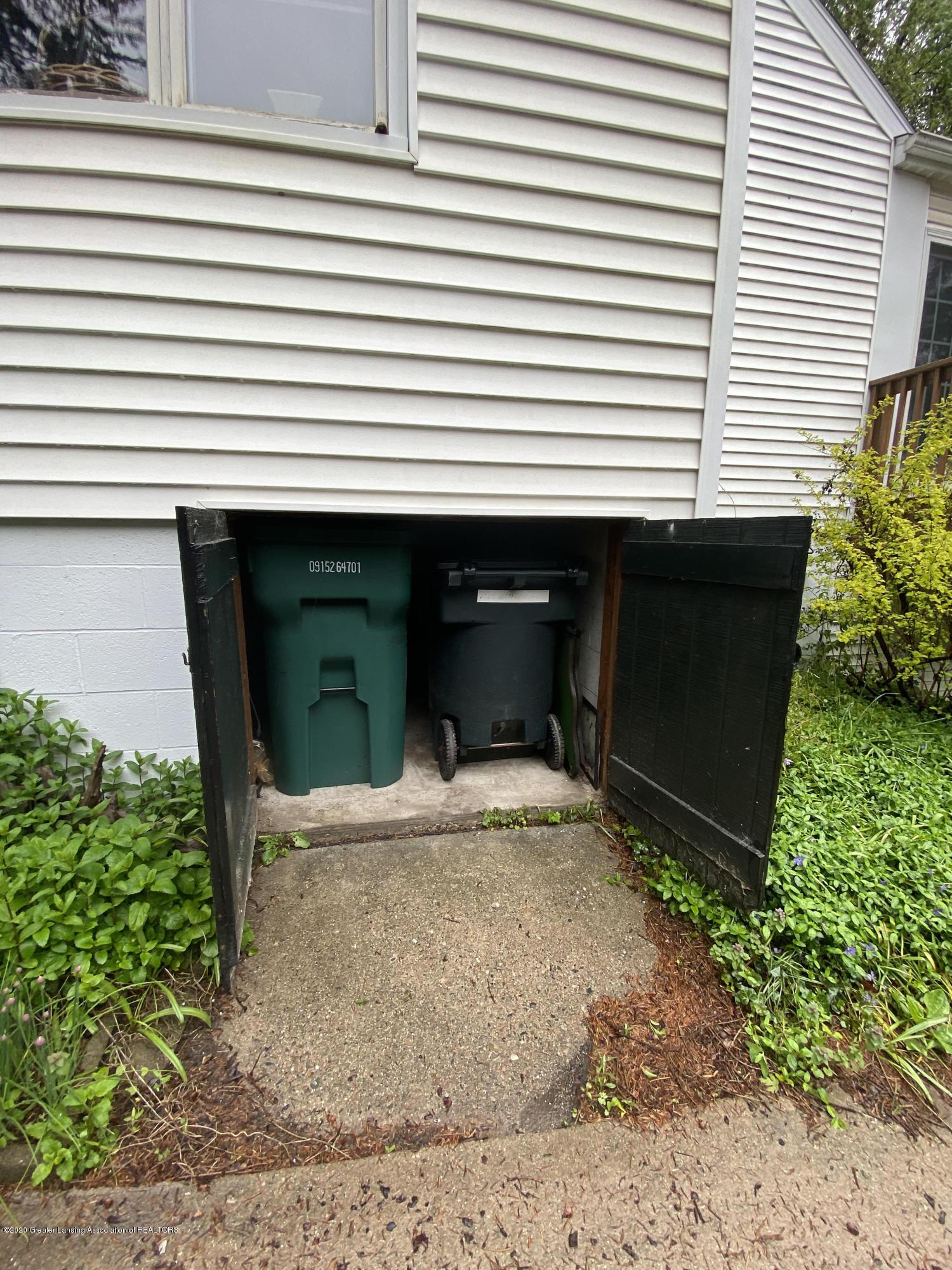 1010 N Harrison Rd - refuse closet - 36
