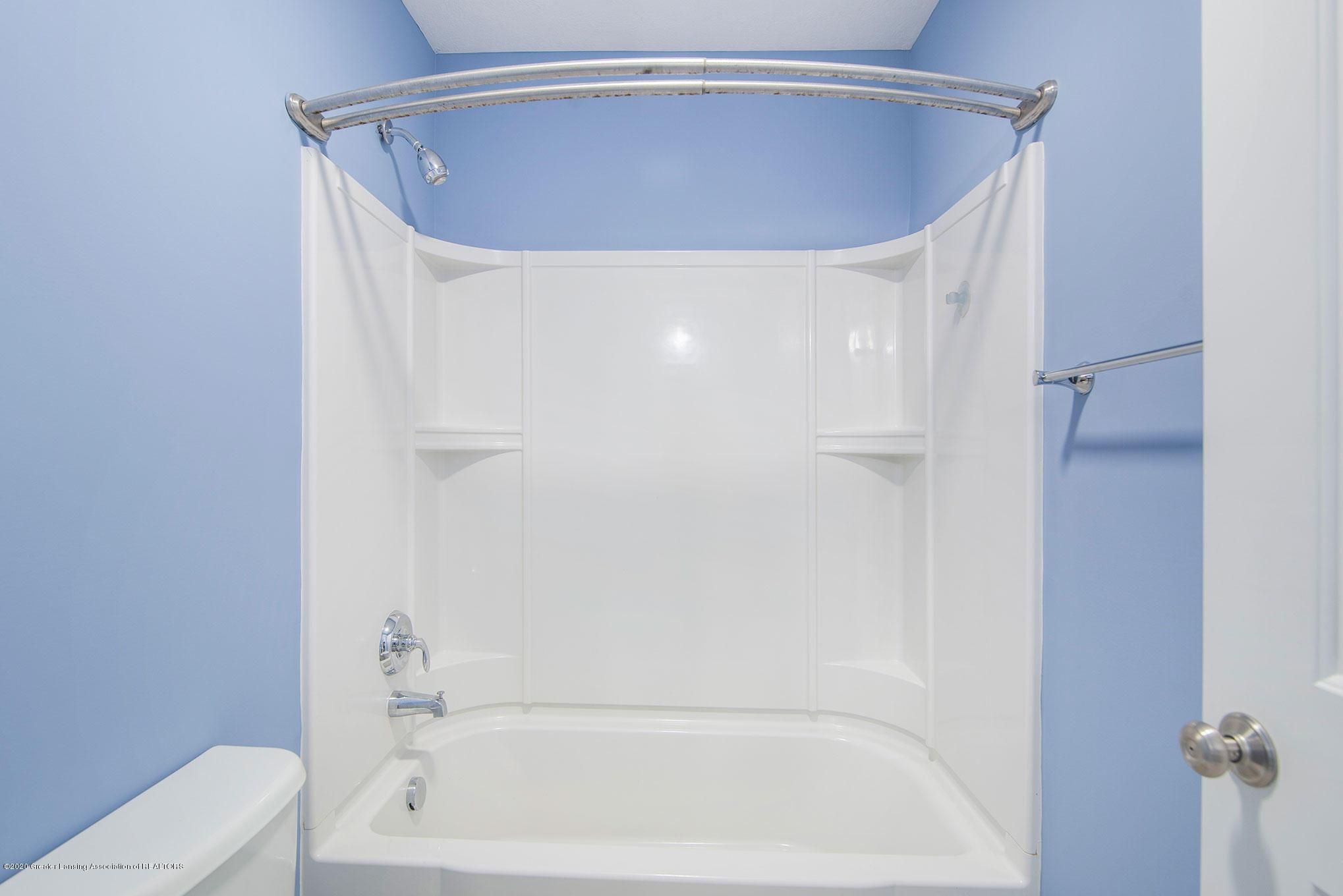 2818 Kittansett Dr - 2nd Full Bath - 46