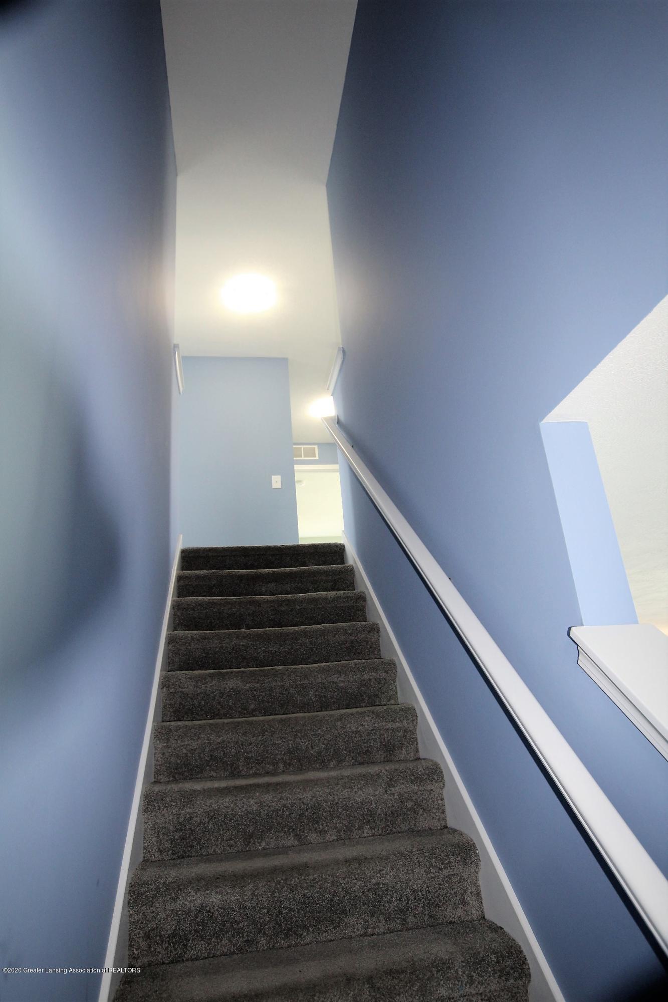 2818 Kittansett Dr - Stairwell to upper level - 52