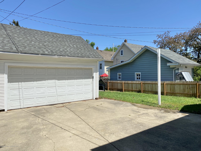 1313 Prospect St - Garage + Yard - 47