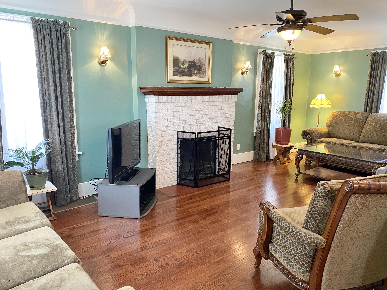 1313 Prospect St - Living Room - 6