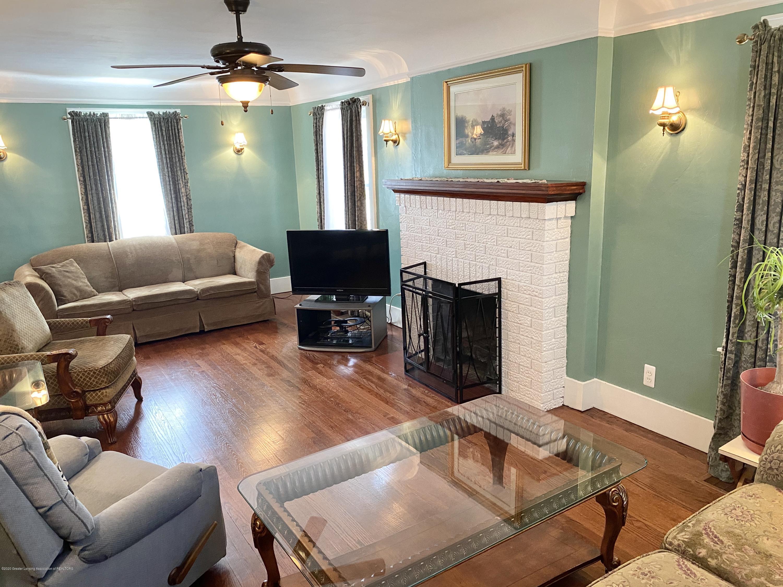 1313 Prospect St - Living Room - 7
