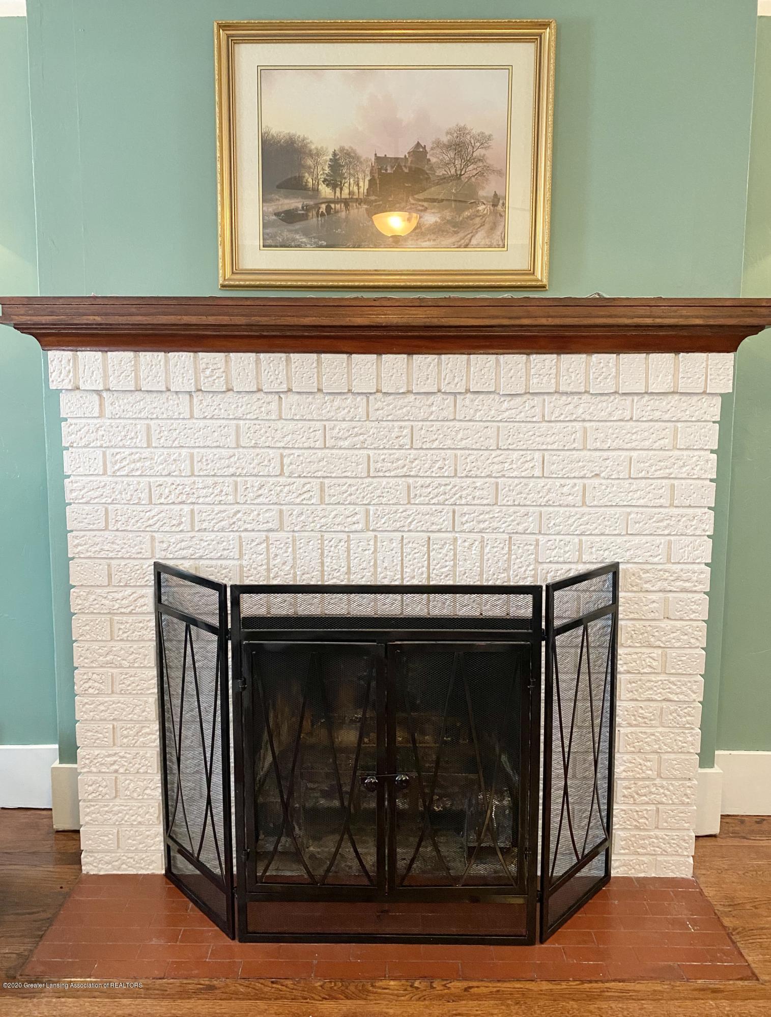 1313 Prospect St - Wood-Burning Fireplace - 8