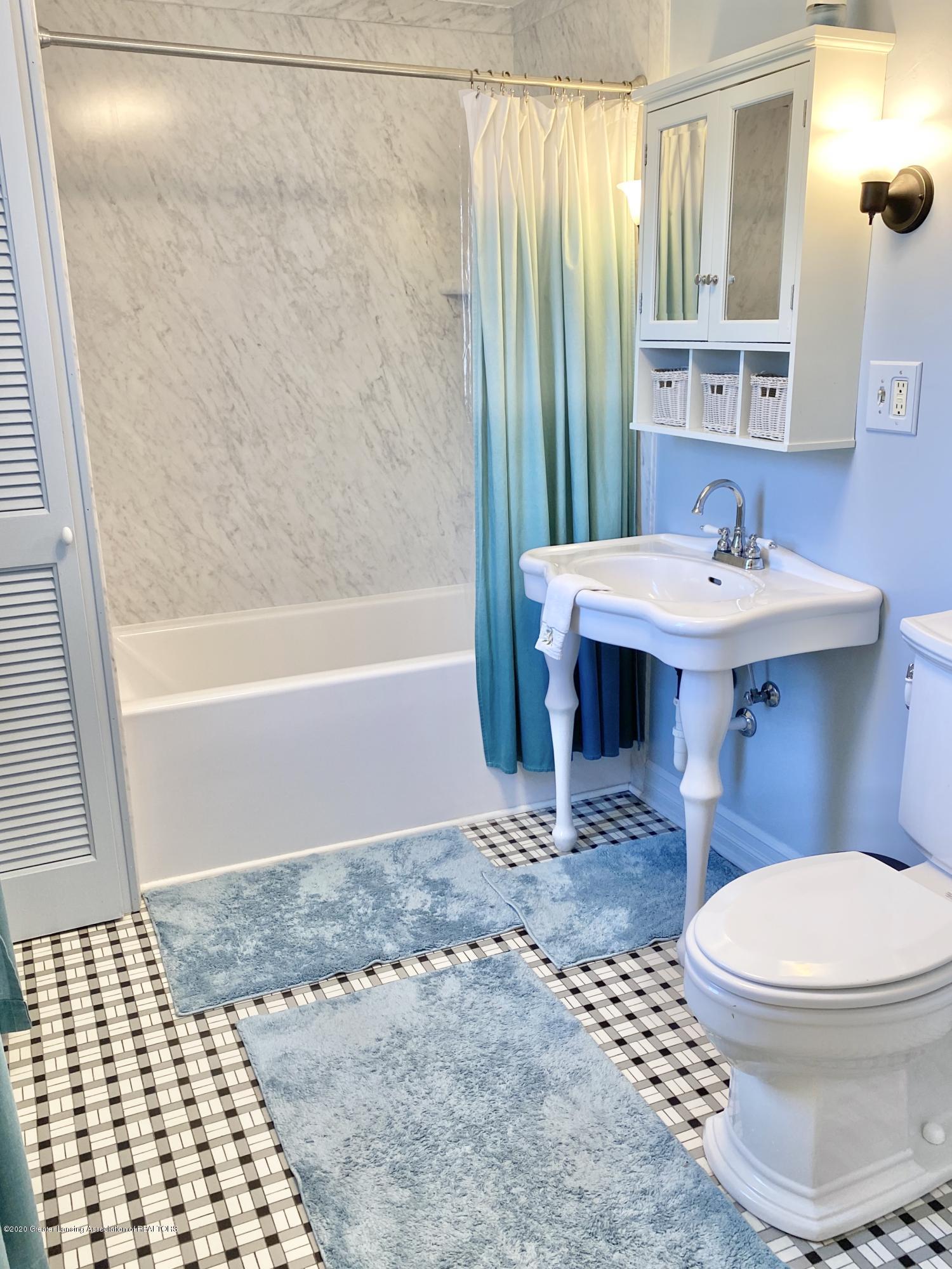 1313 Prospect St - Full Bathroom - 32