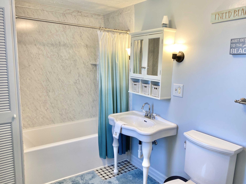 1313 Prospect St - Full Bathroom - 31