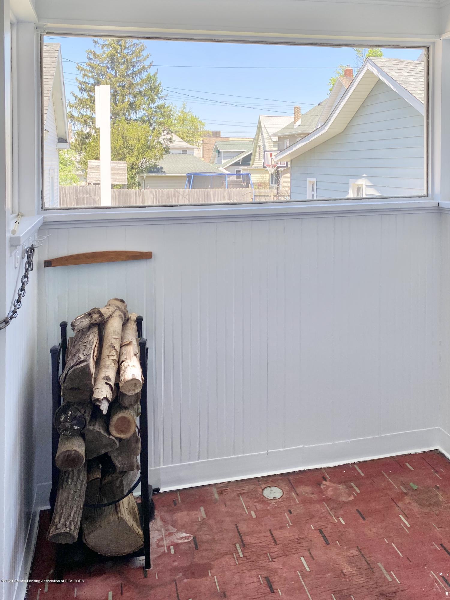 1313 Prospect St - Enclosed Back Porch - 40
