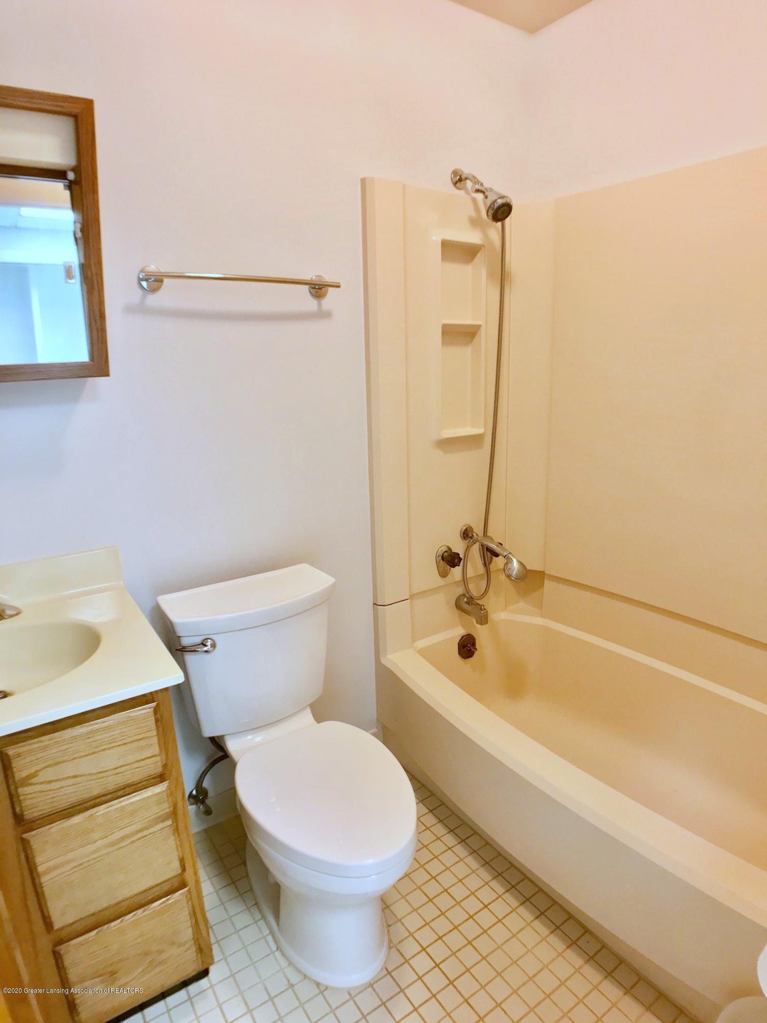 4405 Arbor Dr - First Floor Full Bath - 10