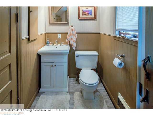 215 W Scott St - Half bathroom - 11