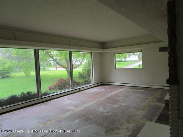 906 Maycroft Rd - living room - 6