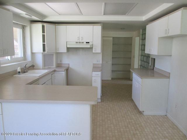 906 Maycroft Rd - kitchen - 10