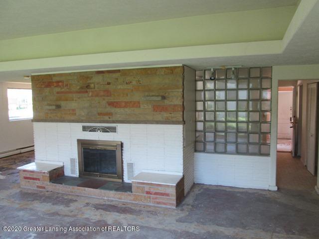906 Maycroft Rd - living room - 7