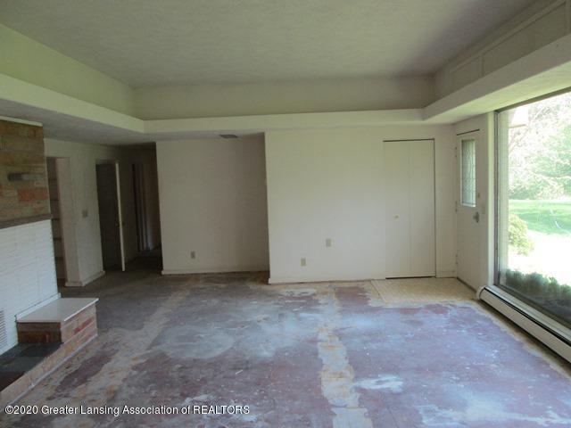 906 Maycroft Rd - living room - 8