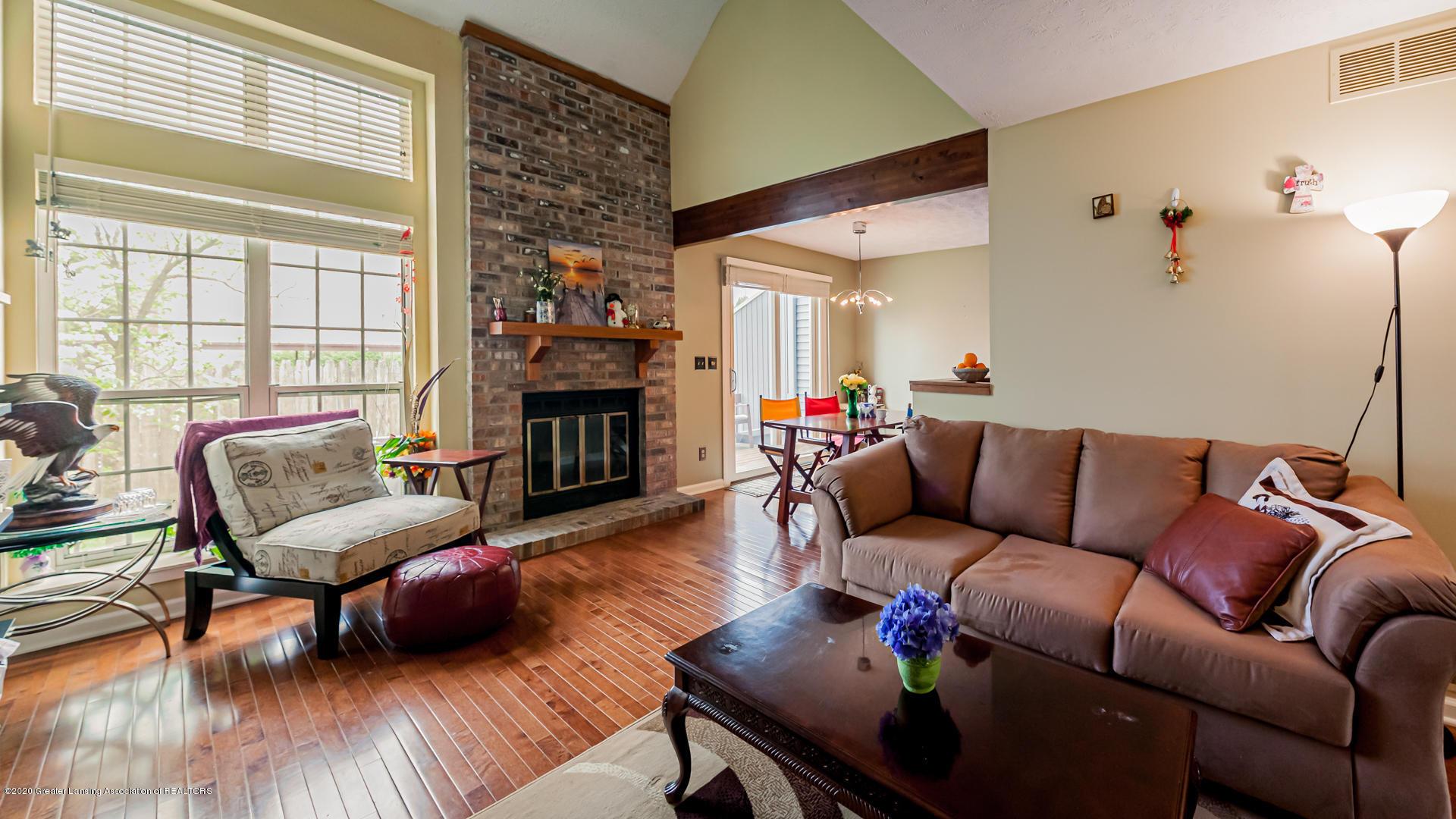 1750 Whitegate Ln 19 - Living Room - 2