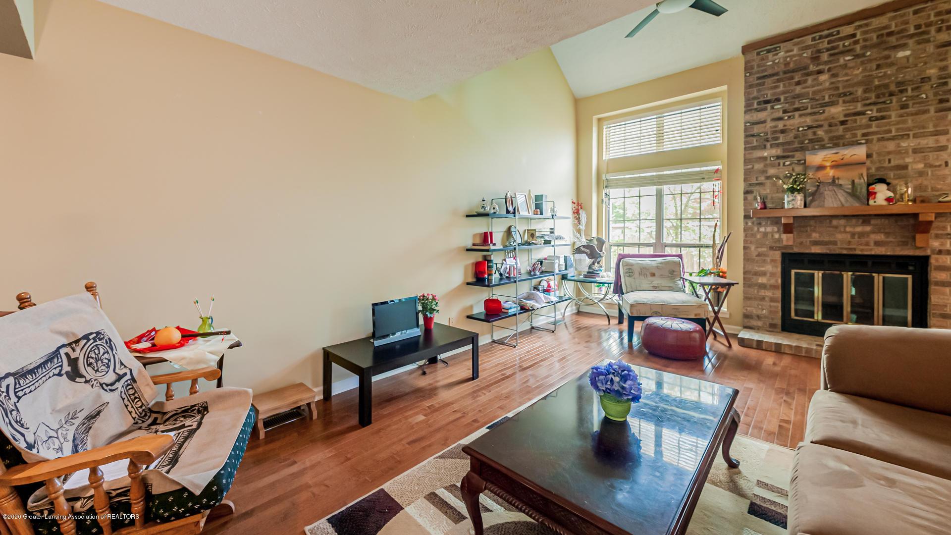 1750 Whitegate Ln 19 - Living Room - 3