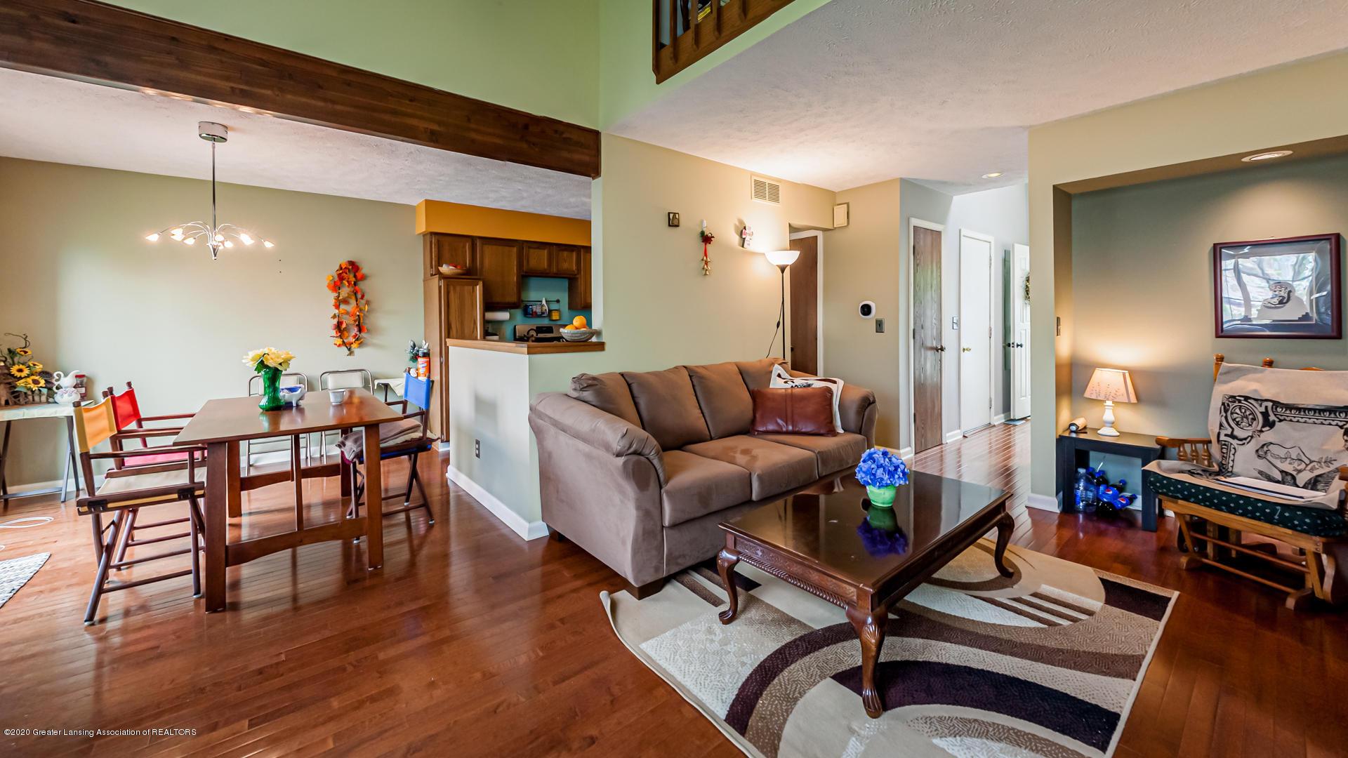 1750 Whitegate Ln 19 - Living Room/Dining - 4